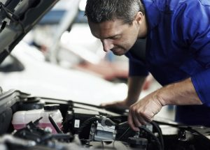 Cómo iniciar un negocio de piezas de automóviles usados